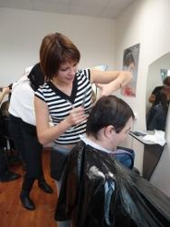 фотографии занятий на курсах парикмахеров